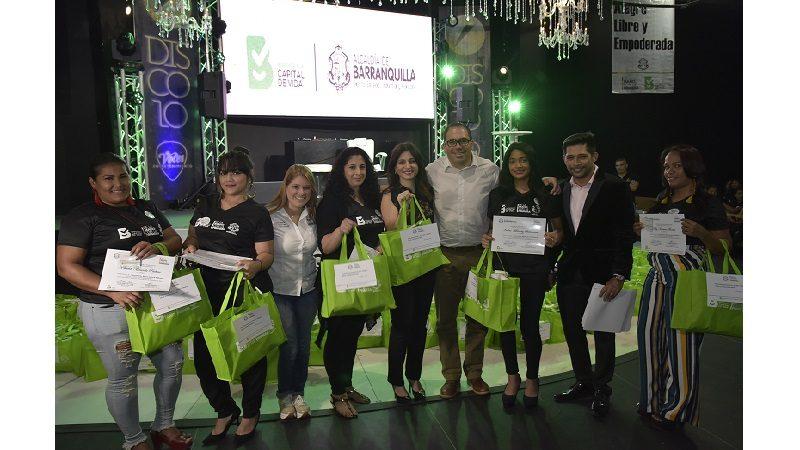Más de 5.000 mujeres de Barranquilla se han capacitado para aumentar sus ingresos familiares