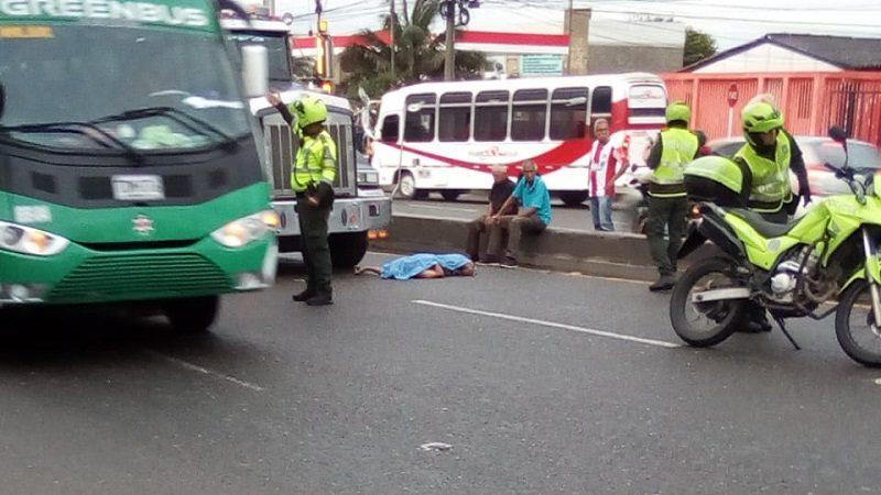 Muere hombre tras ser atropellado por tractomula en la Circunvalar