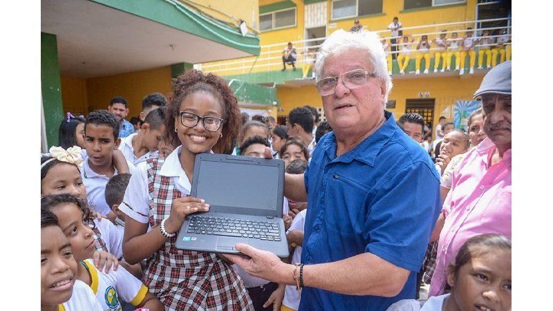 Sector educativo en Soledad, beneficiado con la entrega de 1.580 computadores