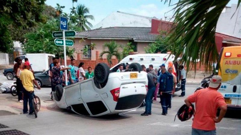 Una mujer herida deja aparatoso accidente de tránsito en el norte de Barranquilla