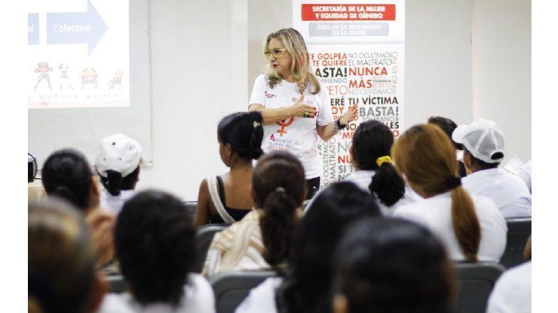 700 mujeres atlanticenses se capacitan para ser 'madres líderes y poderosas'
