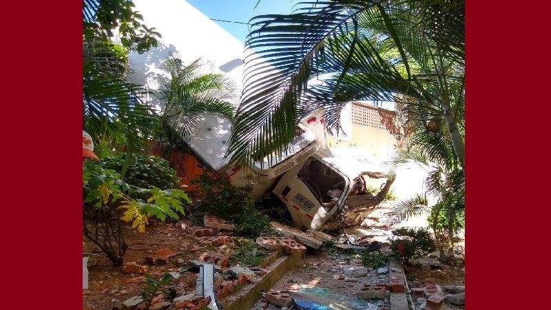 Camión de Pizza Hot se quedó sin frenos y terminó en conjunto residencial de Miramar