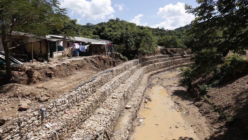 En 70 % avanzan obras de protección en arroyo de Hibácharo, municipio de Piojó