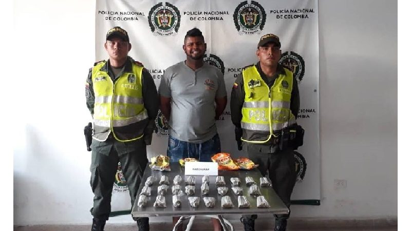 Hombre escondía 500 cigarrillos de marihuana en bolsas de chitos, en Sabanalarga