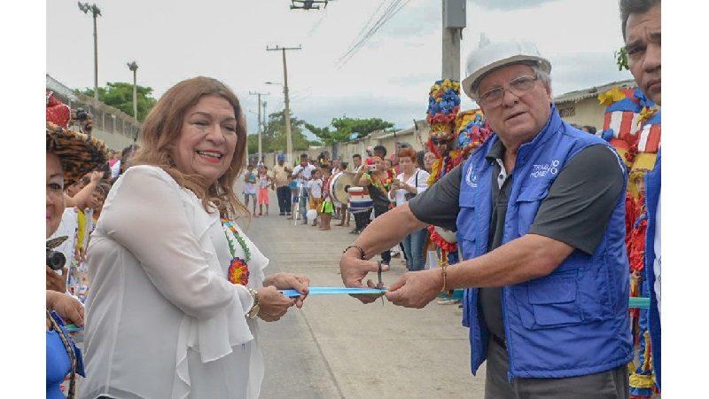 Inauguran vía pavimentada en La Central de Soledad