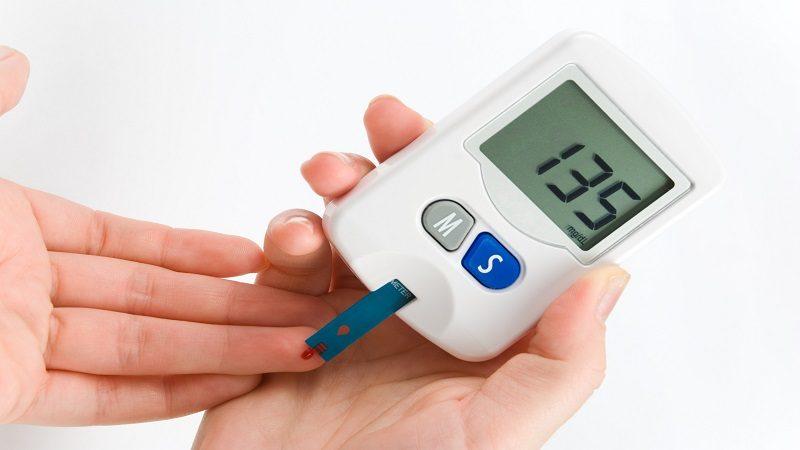 La familia, el entorno social y la educación son determinantes para el éxito del tratamiento de la diabetes