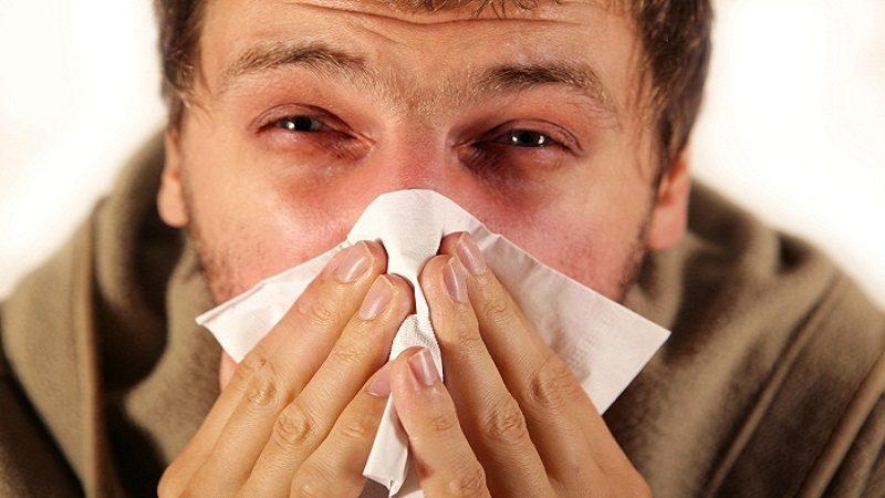 La rinitis estornudos, ojos llorosos, narices rojas y seis consejos para manejarla