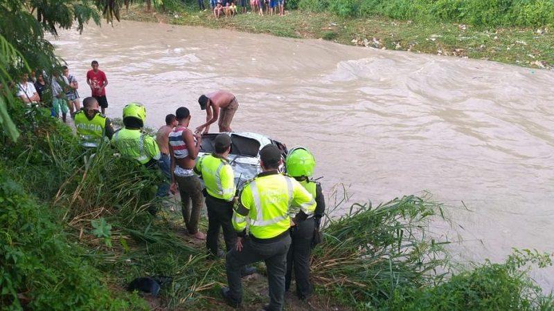 Niña de cinco años y su madre desaparecen al ser arrastradas por arroyo en Las Moras