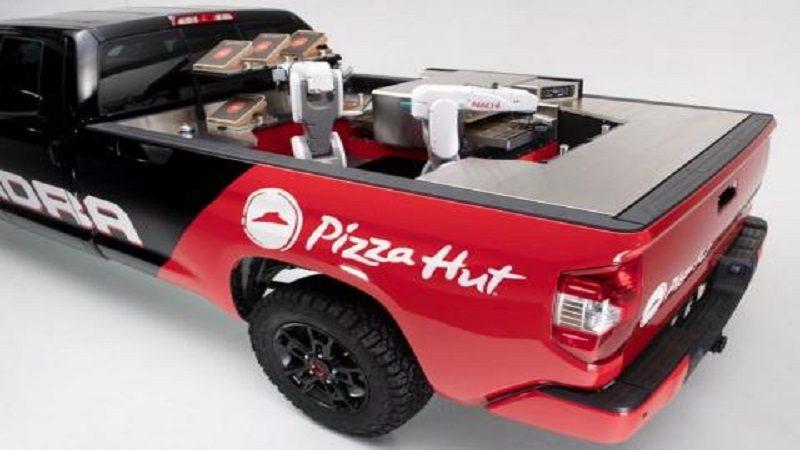 Pizza Hut prueba un robot que hace pizza mientras llega a su casa