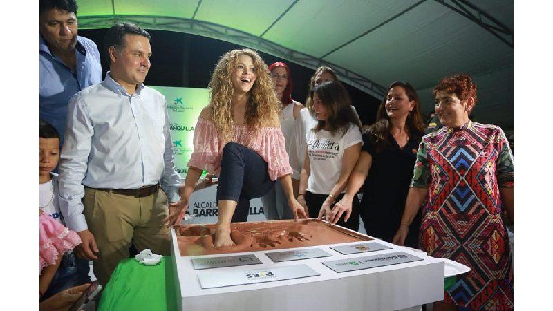 Shakira pone primera piedra de dos megacolegios en Cartagena y Barranquilla