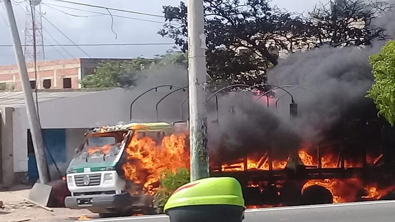 contrabandistas queman camión de Policía en La Guajira