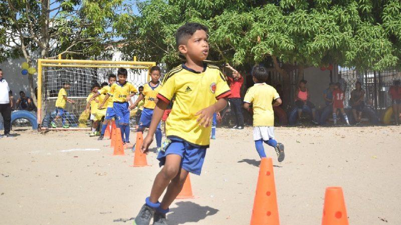 A través del fútbol, niños de Villa Karla en Soledad aprenden sobre paz y reconciliación