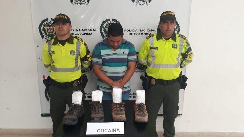 Capturan a hombre que tenía zapatos con plantillas de cocaína, en la vía Oriental 1