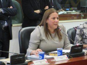 Congresista Martha Villalba condecora al futbolista Carlos Bacca, este viernes 21 de diciembre 1
