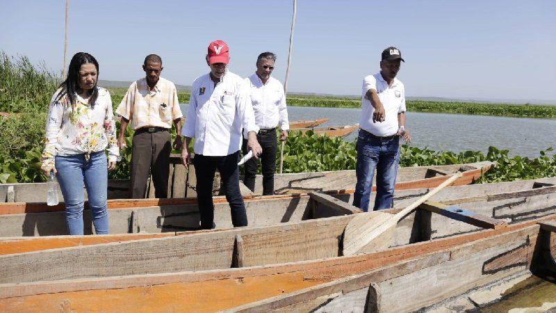 Gobernación entregó 110 kits y canoas reparadas a pescadores del Atlántico