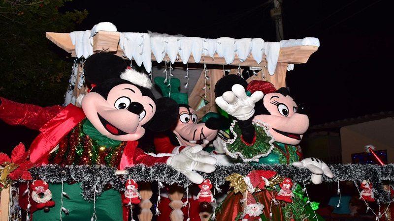 Niños de Malambo se divirtieron con el desfile de Navidad 'Destellos de Fantasía'