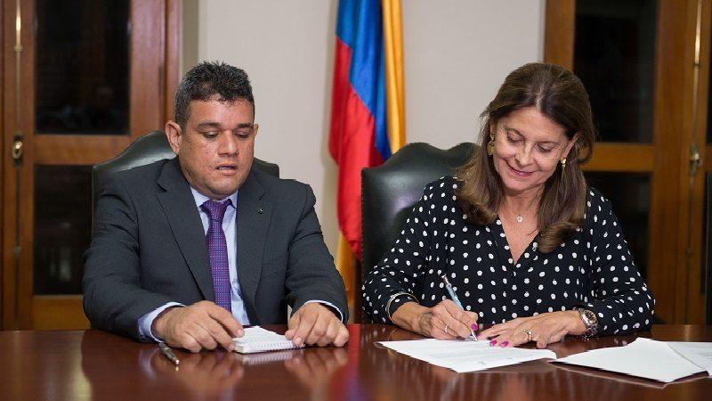 Nuevo alcalde de Riohacha refrenda el Pacto por la ciudad liderado por la Vicepresidenta de la República 3