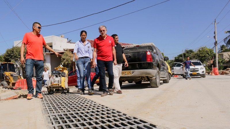 Pavimentación de la calle principal de Salgar avanza en un 68%