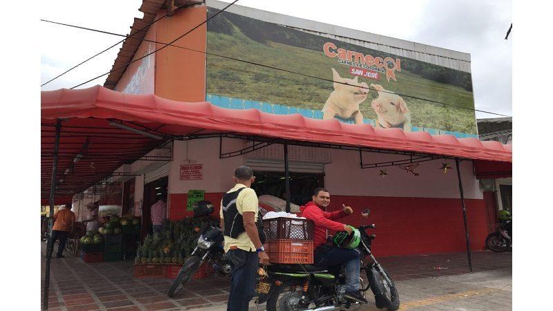 Reinauguran Carnecol del barrio San José, con precios especiales en cenas navideñas