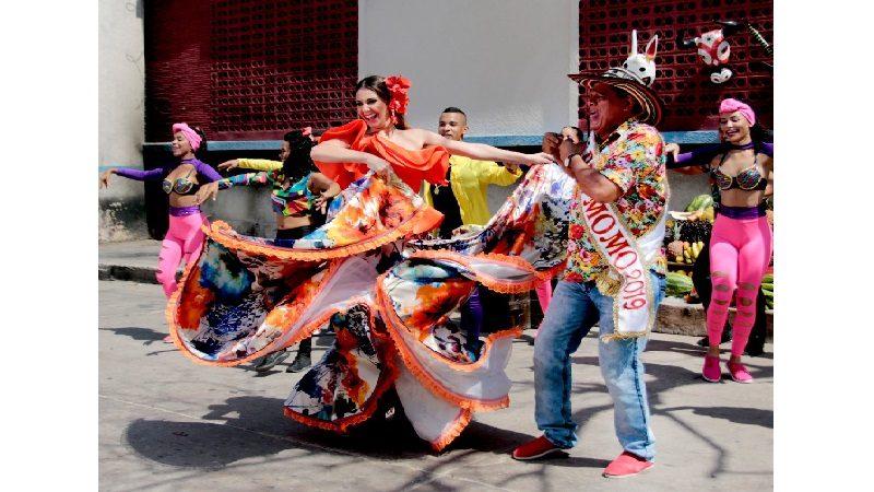 Reyes del Carnaval de Barranquilla presiden 'La Gran Parada de la Luz', este sábado 8 de diciembre