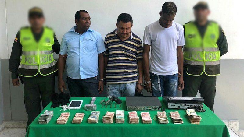 Balacera y tres capturados en atraco a panadería, en el barrio San José