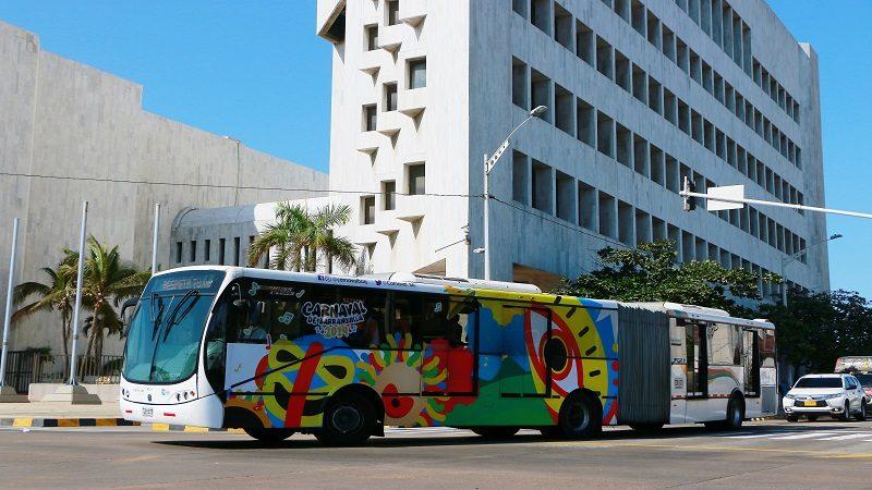 Con 'El Bus Cambambero' de Transmetro, el Carnaval va sobre ruedas