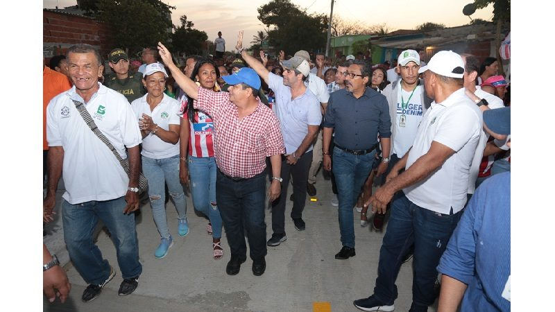 Habitantes del barrio 7 de Agosto estrenan cinco vías pavimentadas que entregó el alcalde Char