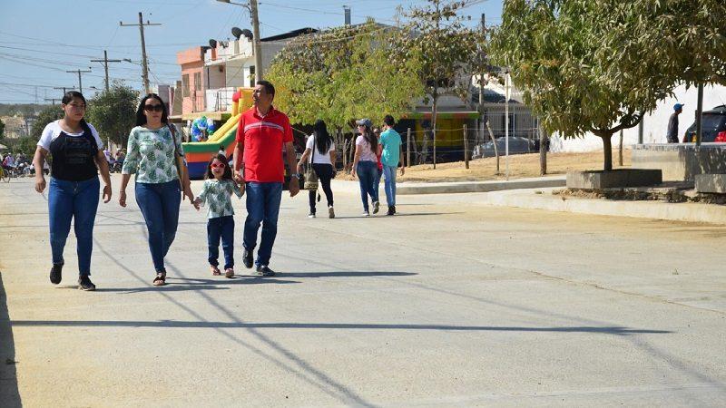 Inauguran dos vías pavimentadas en el Los Almendros de Soledad