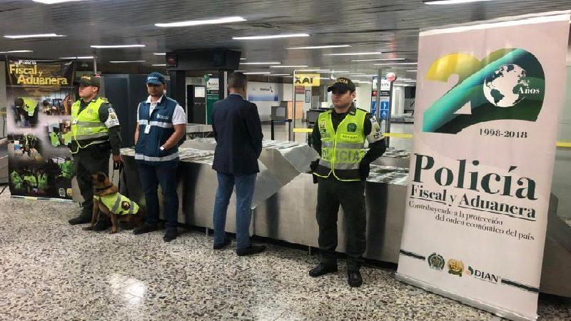 Policía decomisa más de cien mil dólares ilegales en aeropuerto Ernesto Cortissoz