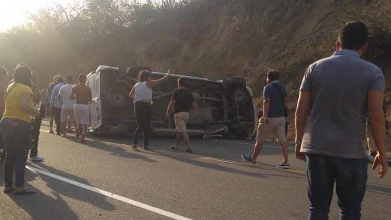 Al menos un muerto y 14 heridos deja accidente de tránsito en la vía al mar