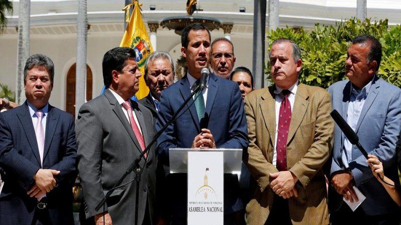 Guaidó denuncia que Maduro intenta mover US$ 1.200 millones a Uruguay