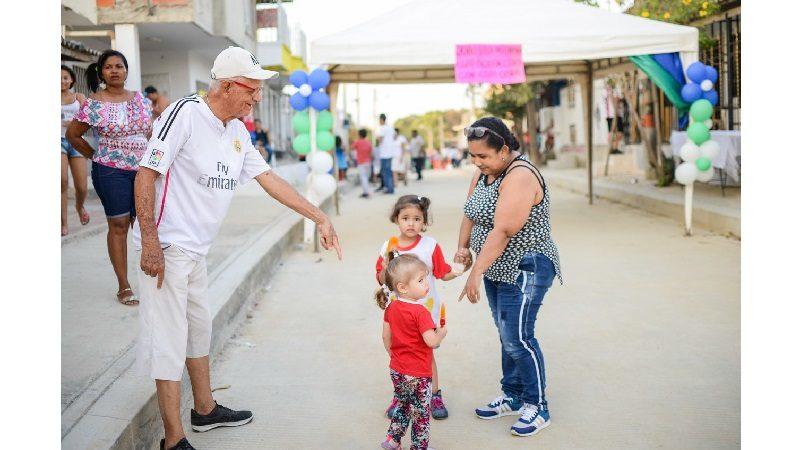 Habitantes de Villa del Carmen en Soledad estrenan vía pavimentada