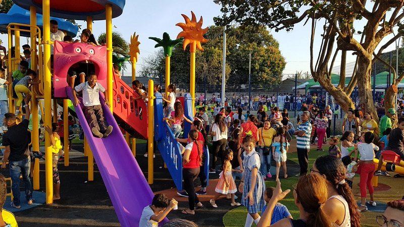 Habitantes del barrio Villate estrenan moderno parque remodelado por la alcaldía