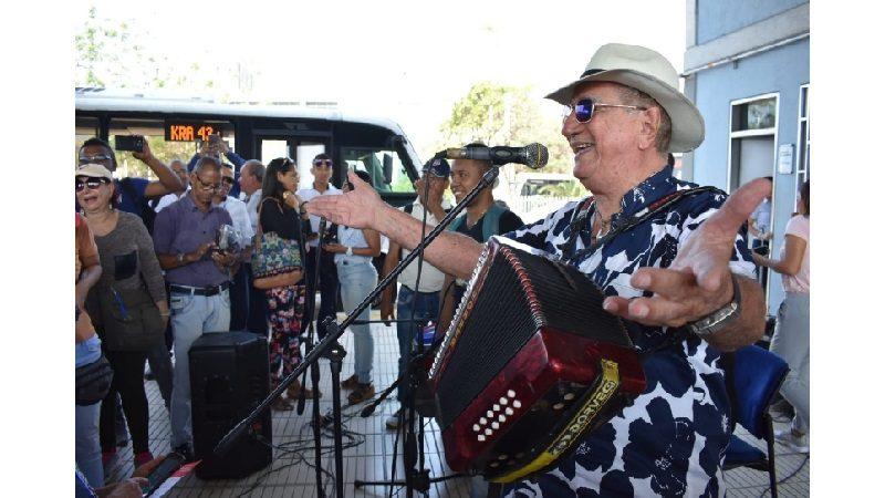 Usuarios de Transmetro disfrutaron un abrebocas del XIII Carnaval de las Artes