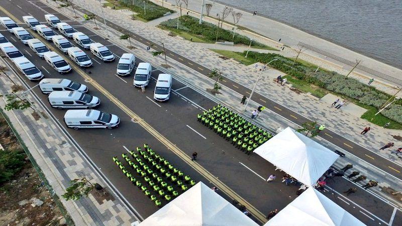 Alcaldía entrega 25 camionetas y 150 nuevos policías para reforzar seguridad en Barranquilla