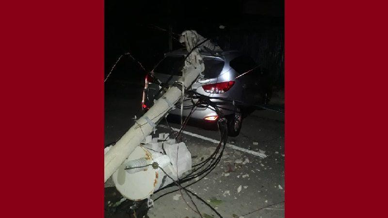 Carro chocó contra dos postes y dejó sin luz parte del norte de Barranquilla