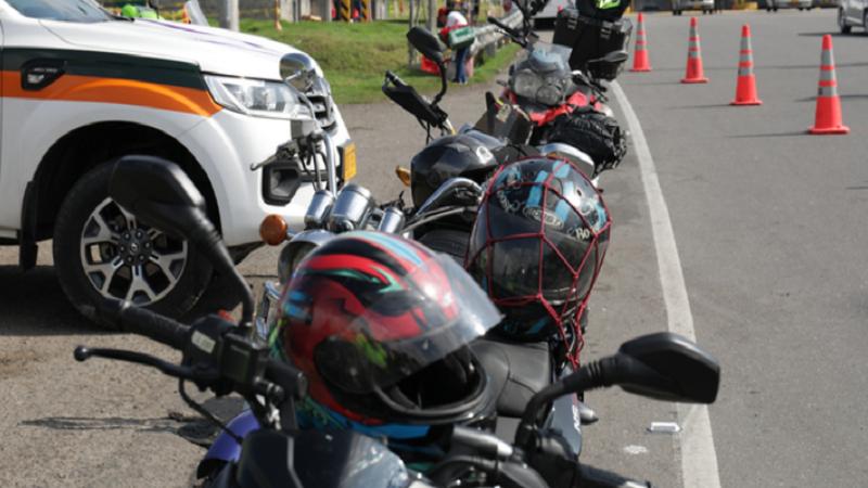 Cascos de motociclistas en Colombia deben cumplir estándares de seguridad