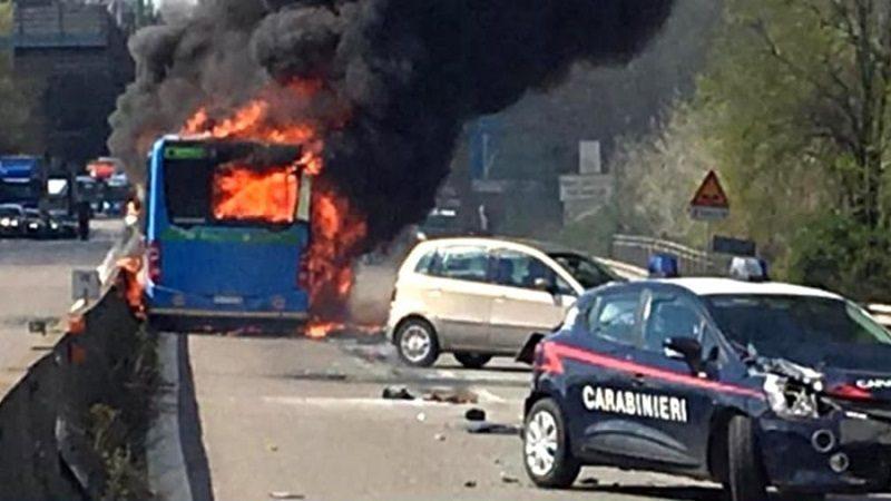 Conductor senegalés prendió fuego a bus con 51 niños a bordo en Italia