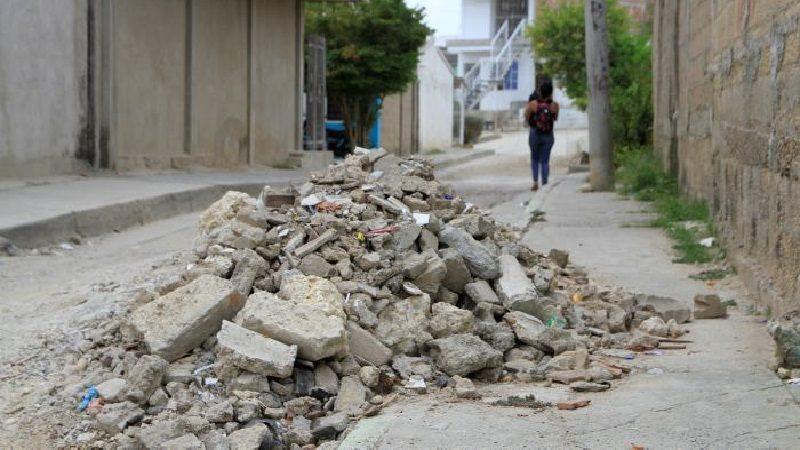 Distrito advierte sobre uso de falsos permisos para manejo de escombros de construcciones