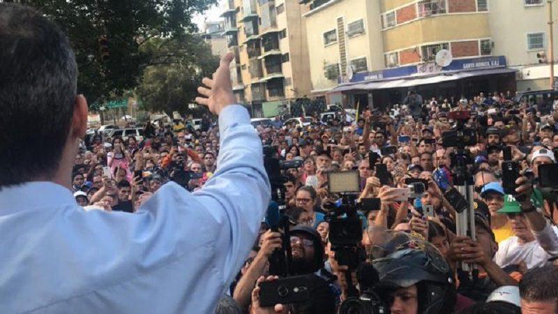 Guaidó realiza movilización nacional hacia el palacio presidencial