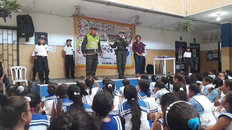 Policía continúa con su campaña ´Libre de droga´ en los colegios de Barranquilla
