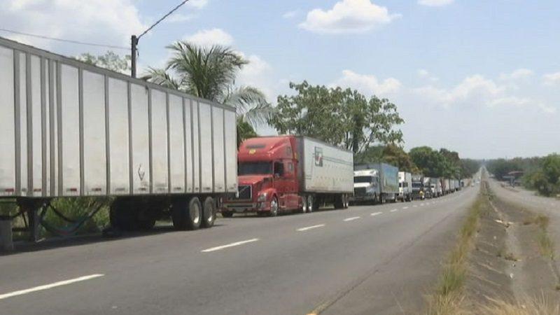 Por bloqueo en vía Panamericana, camioneros han perdido $1.330 millones