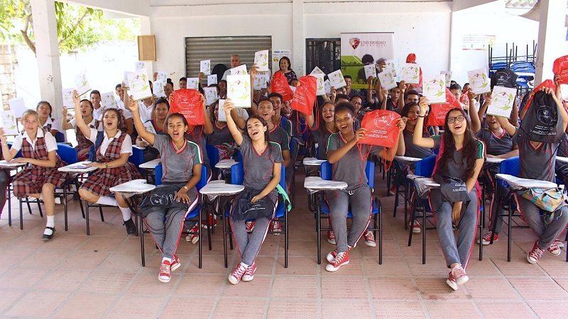 Universidad de la Costa donó 100 sillas a colegio Técnico Agropecuario de Campeche