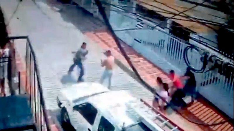 A puños y patadas recibieron a operarios de Electricaribe en el barrio Hipódromo de Soledad
