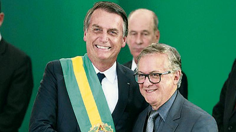Bolsonaro destituye a colombiano Ricardo Vélez de Mineducación
