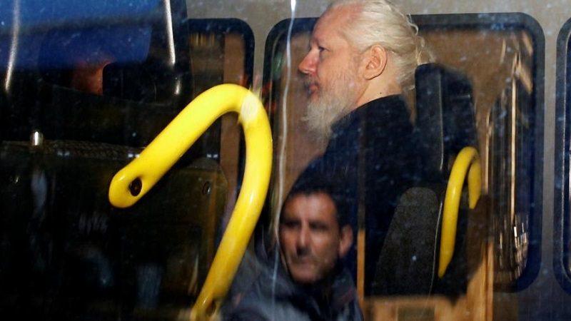 Caso de Julian Assange desata tormenta política en Ecuador