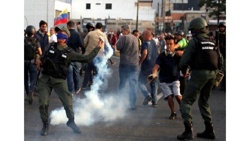 Guaidó libera a Leopoldo López y convoca a los militares y al pueblo a tomar