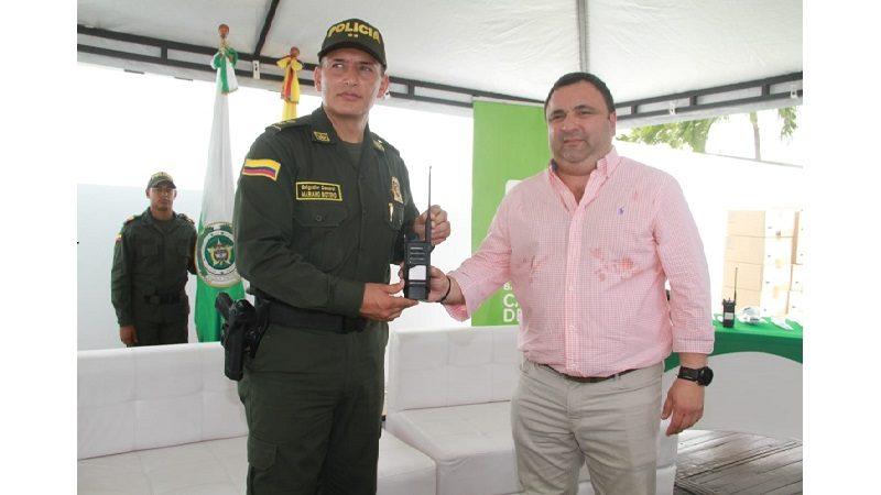 Para reforzar seguridad ciudadana, Distrito entregó a la Policía 200 radios con alta tecnología