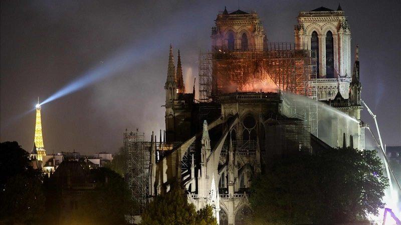 Policía halló colillas de cigarrillos en los andamios de Notre Dame