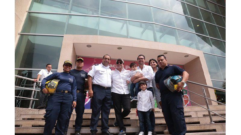 CC Buenvavista entregó reconocimiento al Distrito por rápida atención en incendio